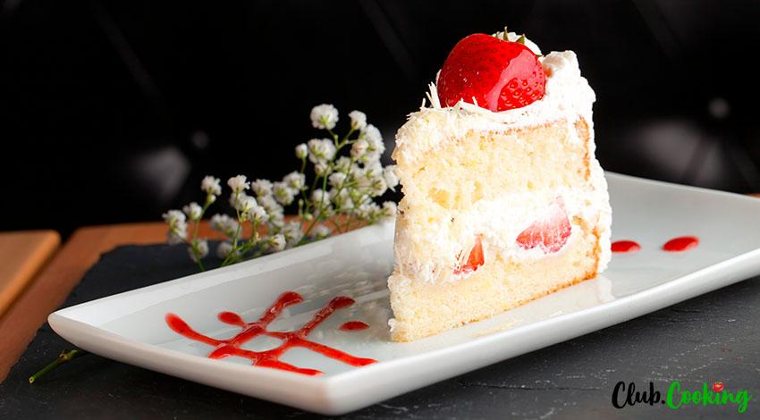 Strawberry Shortcake Cake 🥘