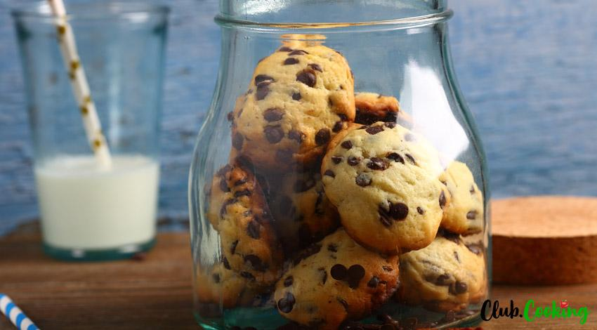 Eggless Chocolate Chip Cookies 🥘